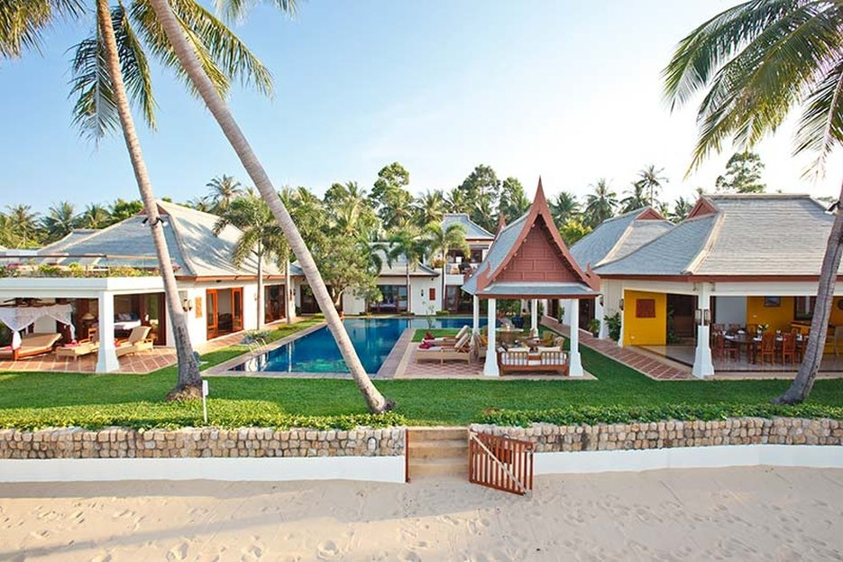 Miskawan Villa Lotus beach-front location